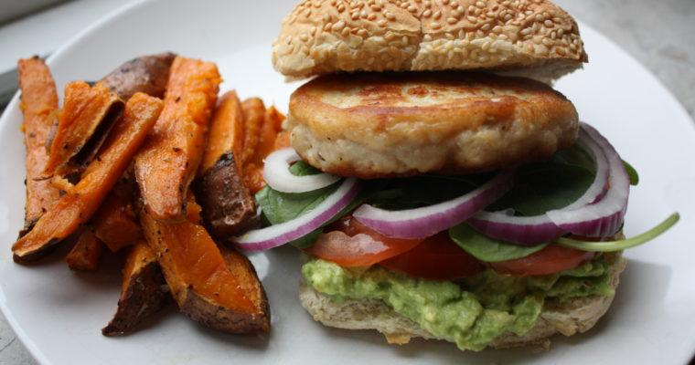 Fiskeburger med søtpotetfries