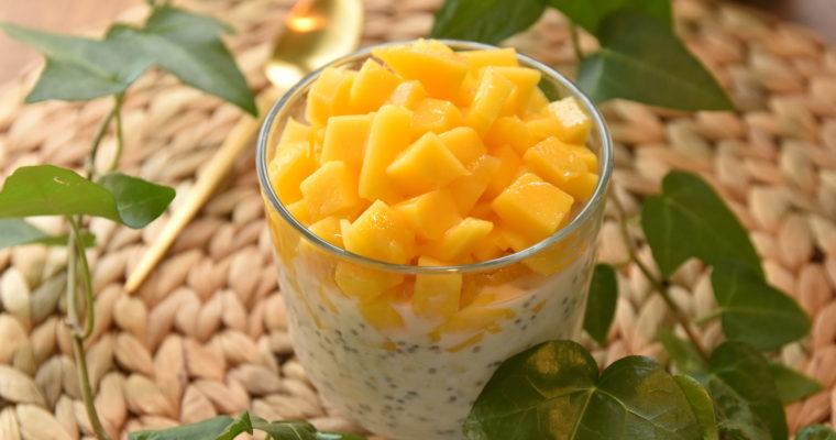 Chia-kjøleskapsgrøt med kokos og mango