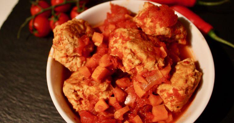 Spicy kyllingkjøttboller i tomatsaus