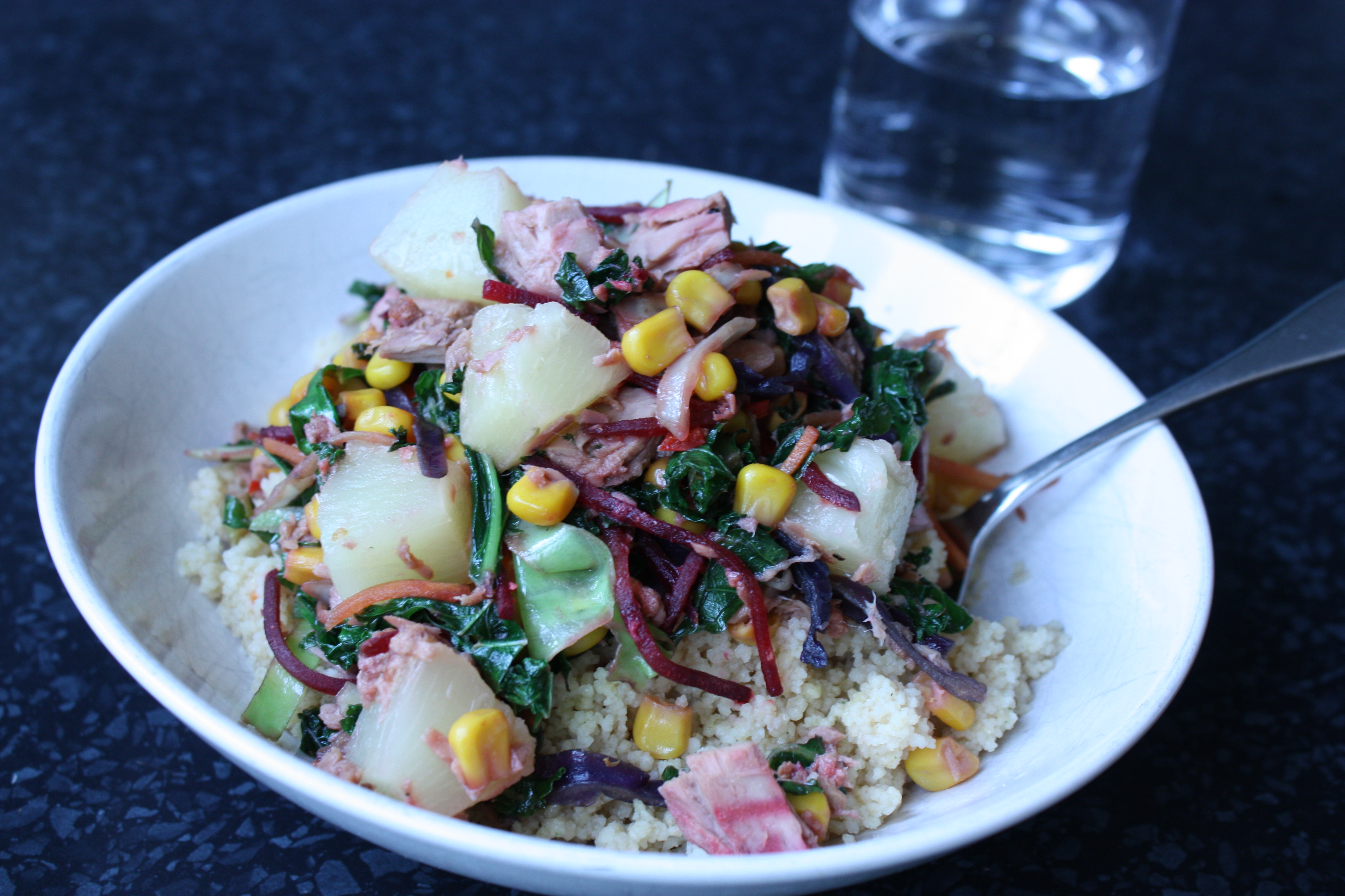 Tunfisk, couscous og grønnkålmiks
