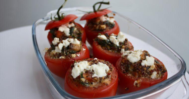 Fylte tomater med quinoa, spinat og pesto