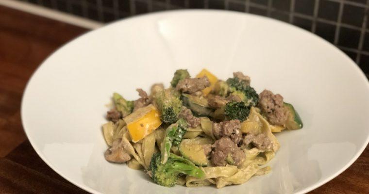 Kremet pasta med biffkjøtt og grønnsaker