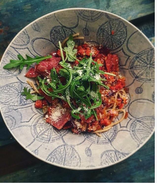 Fullkornspasta med chorizo, ruccola og parmesan